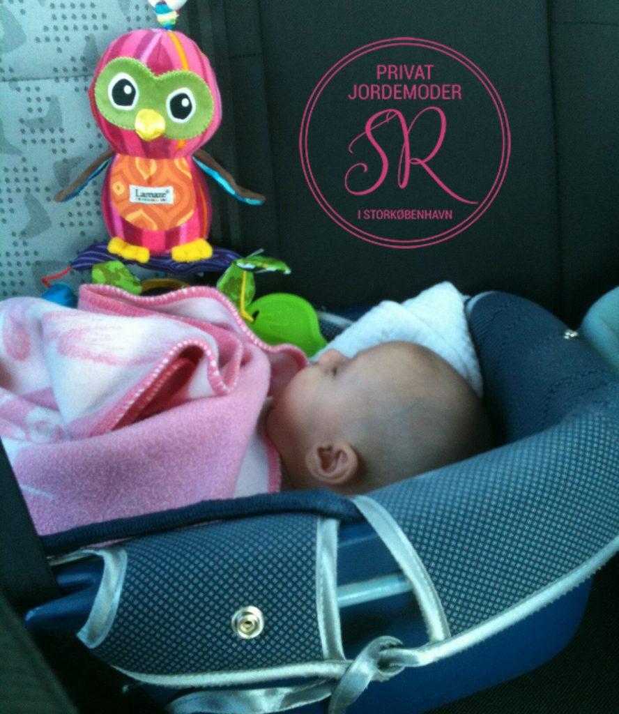 fødslen jordemoder Stine Roswall baby autostol
